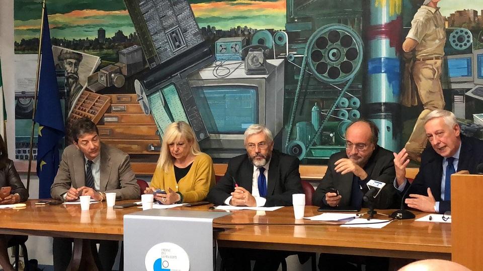Un momento della conferenza. Nella foto, al centro il presidente Cnog Carlo Verna e il presidente Fnsi, Beppe Giulietti