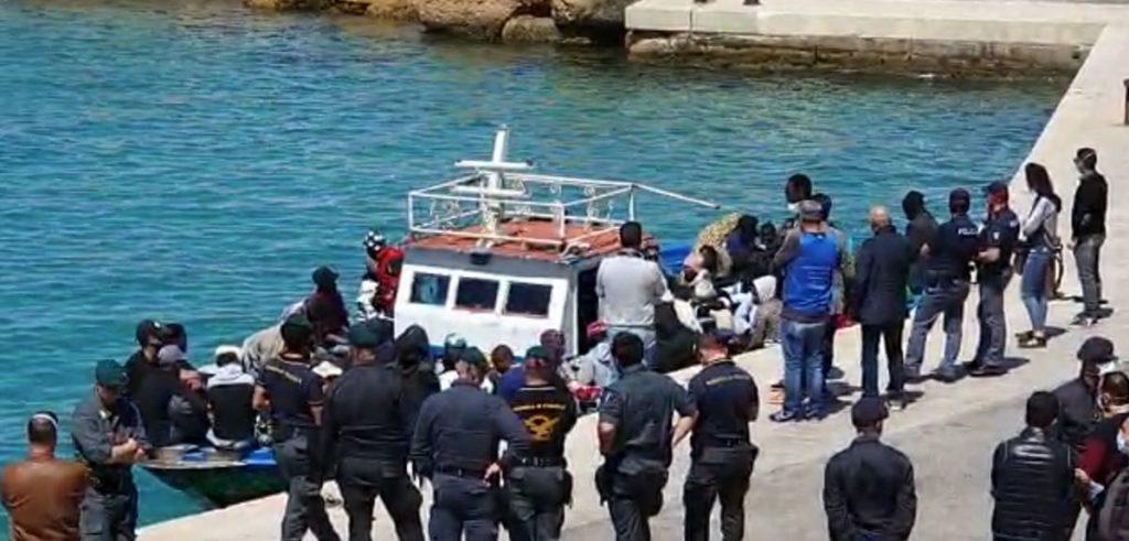 Migranti sbarco Lampedusa luglio 2020