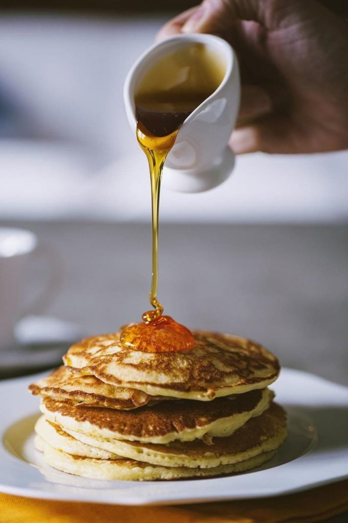 sciroppo d'acero sui pancakes