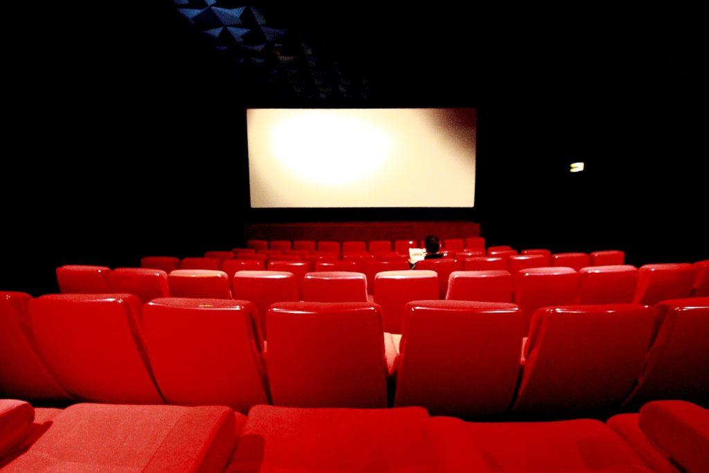 Zona gialla rafforzata cinema ancora chiusi.