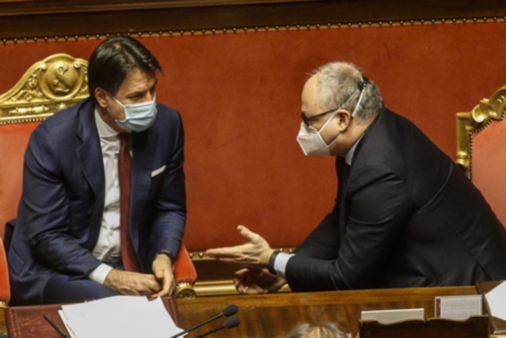 Conte e Gualtieri al Senato.