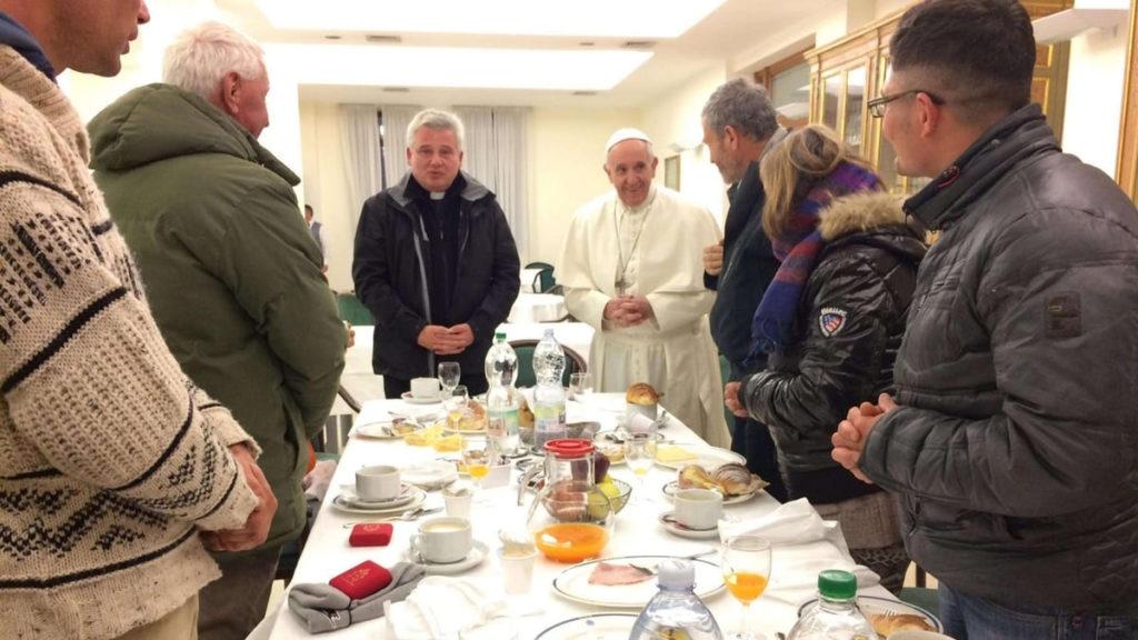Papa Francesco con i senzatetto