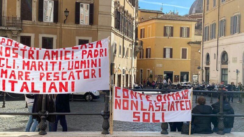 Parenti pescatori italiani liberati.