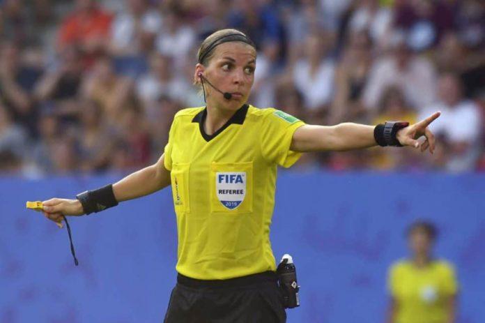 Stéphanie Frappart, prima donna arbitro in Champions League