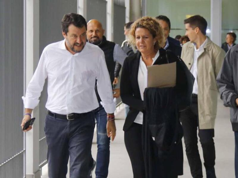 Salvini diserta il processo per vilipendio.