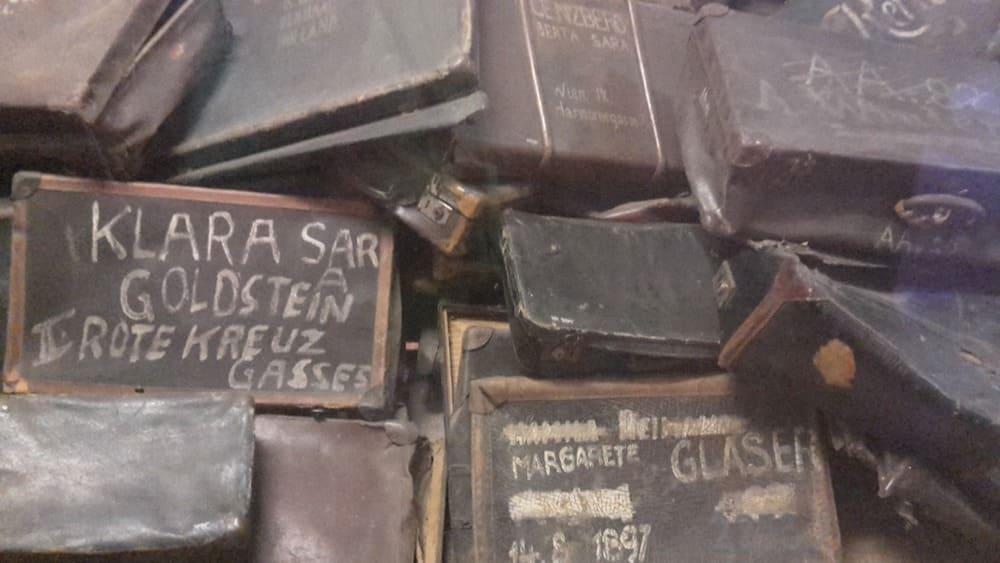 giornata della memoria valigie di deportati auschwitz