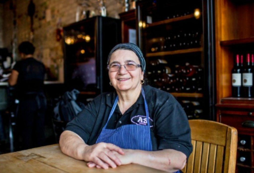 Nonne chef Adelina.
