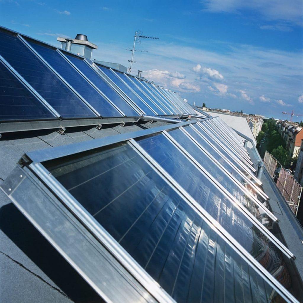 Risparmiare energia: installare un impianto solare termico o fotovoltaico.