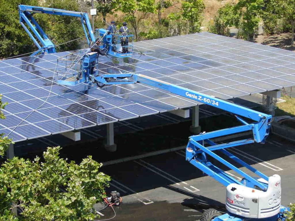 Come si puliscono i pannelli solari, macchine industriali