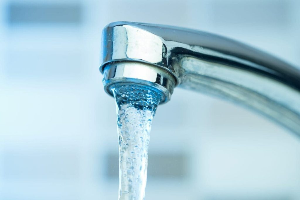 Intanto nell'Italia che spreca, in occasione della Giornata mondiale per l'acqua, arriva il Bonus Idrico.