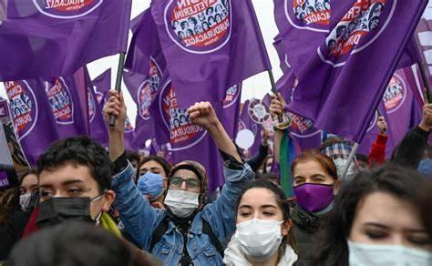 Sono partite le proteste in tutta la Turchia dopo l'uscita dalla convenzione