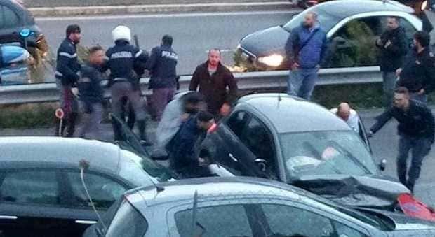 incidente a roma polizia travolge auto civile e uccide 18enne