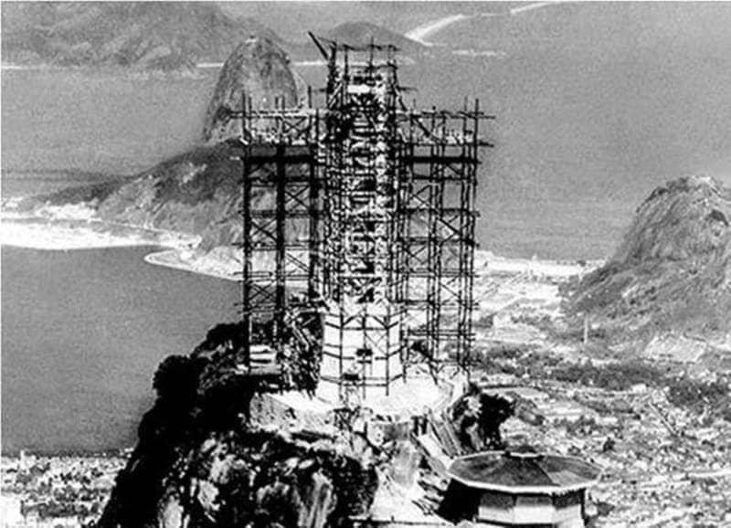 La realizzazione del Cristo redentore di Rio de Janeiro.