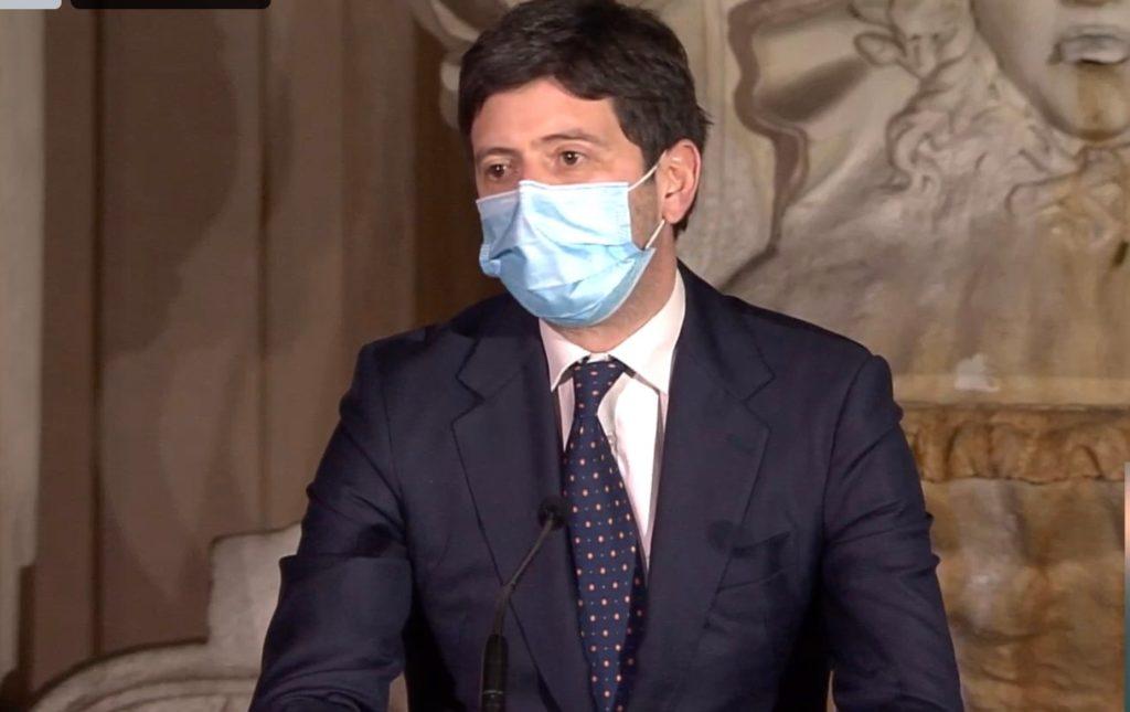 Il piano dell'Italia resta invariato ma la somministrazione di AstraZeneca verrà probabilmente limitata per fasce d'età