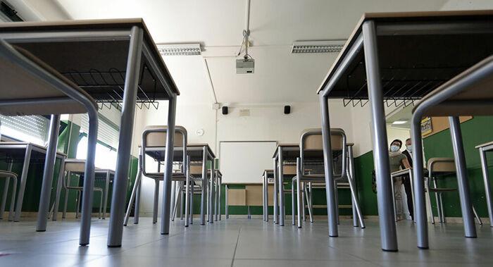 Bidello 62enne abusa di una studentessa minorenne tra le mura scolastiche: cosa è successo