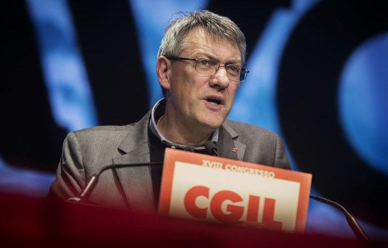 """Pensioni, con l'addio a Quota 100 i sindacati temono lo """"scalone"""", Landini: """"Uscita flessibile a 62 anni"""""""