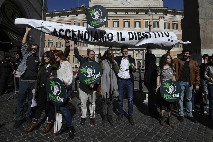 Marijuana legalizzata a New York: quando toccherà all'Italia?