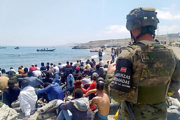 Migranti a Ceuta: 4800 respinti dalla Spagna e rimandati in territorio marocchino