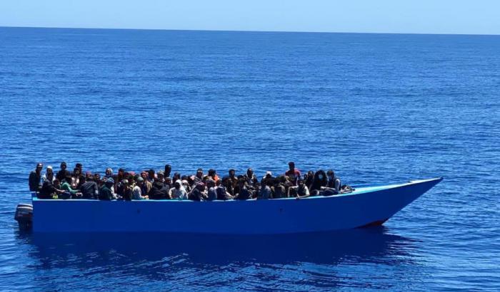 Migranti a Lampedusa, 4 nuovi sbarchi: 635 arrivi nella notte