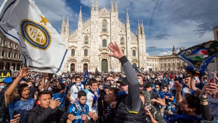 Scudetto Inter, 30mila tifosi in piazza Duomo: bufera sul sindaco Sala