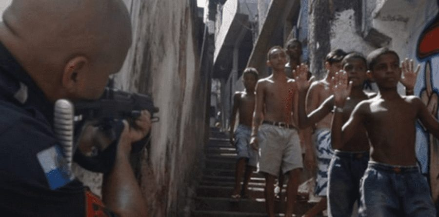 Crisi in Brasile: in un blitz delle forze dell'ordine nelle favelas di Rio la polizia ha causato 28 morti