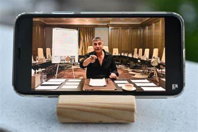 Mandato di cattura per Sedat Peker: i video delle accuse