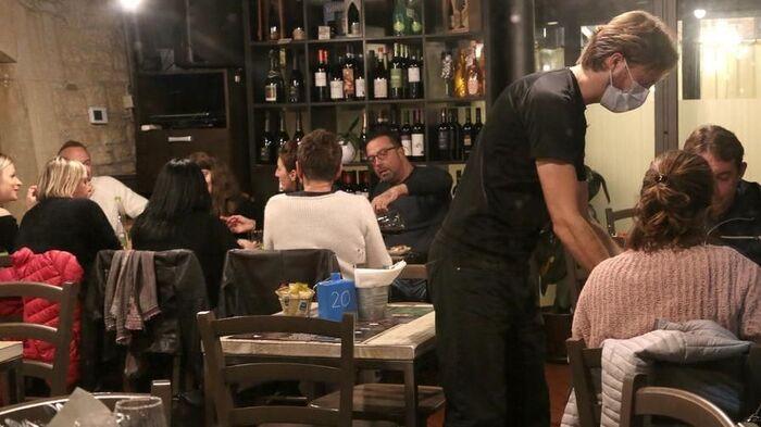 Green Pass obbligatorio per bar e ristoranti: le sanzioni per chi non rispetterà le regole
