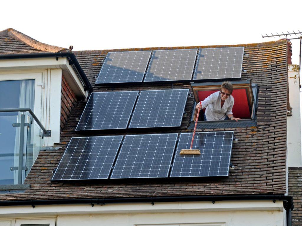 Falsi miti sul fotovoltaico pulizia