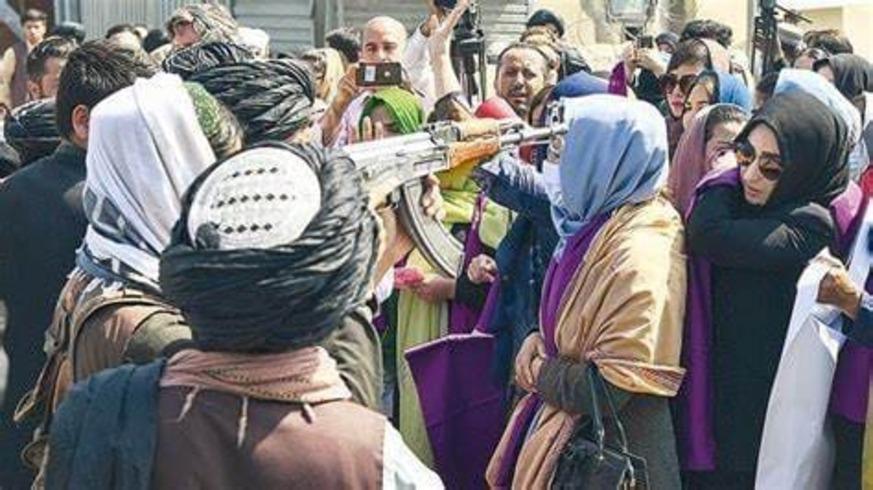 I talebani usano la Sharia per cancellare la figura della donna