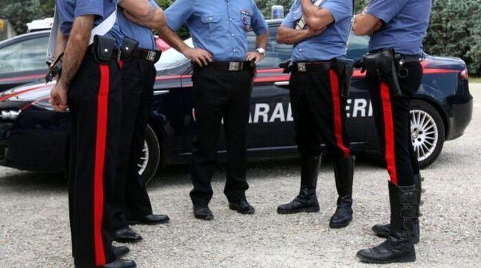 Vince 500.000 mila euro e il tabaccaio ruba biglietto vincente: l'uomo è ricercato dai Carabinieri