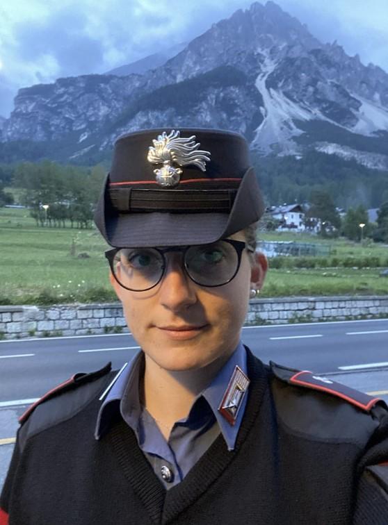 Donna carabiniere salva dal suicidio madre di 3 figli: dietro la decisione di farla finita problemi economici