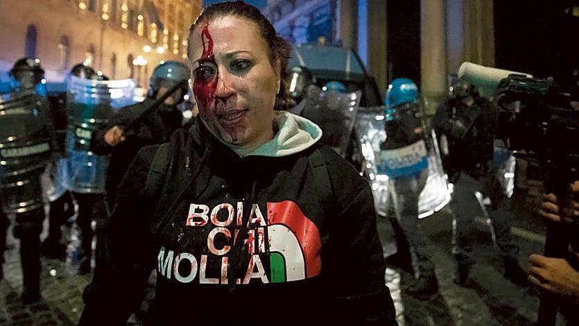 Scontri a Roma: l'alleanza esplosiva tra No Vax, No Green Pass e neofascisti
