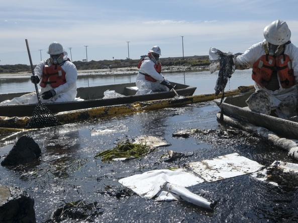 Tremila barili di petrolio sversati in mare: la macchia nera ha raggiunto i 33 km quadrati