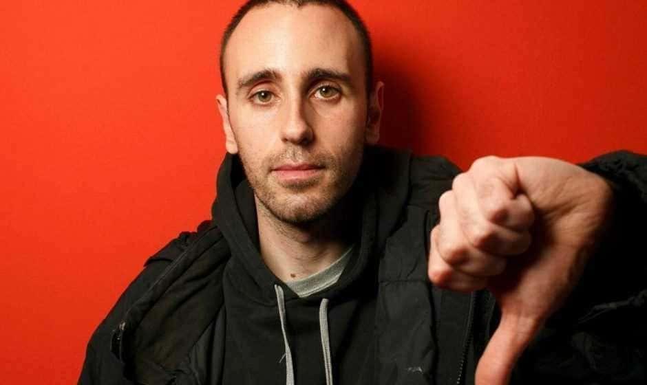 """Chi è Zerocalcare: il bravissimo fumettista romano autore di """"Strappare lungo i bordi"""""""